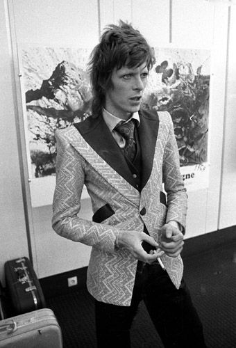 Mr. Bowie looking impeccable as always. That jacket is to die.