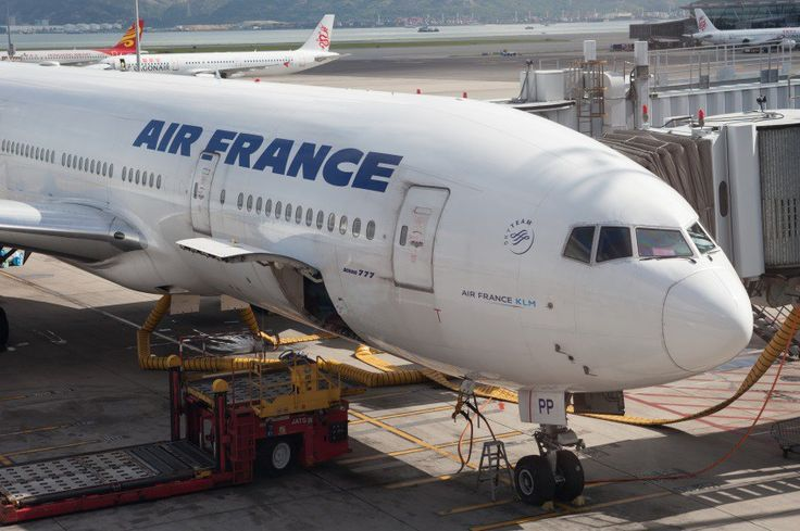Air France plane forced to land in Canada after engine blowout - Social News XYZ