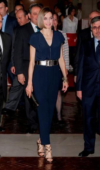 Rainha Letizia da Espanha surge com cabelo mais curto em prêmio