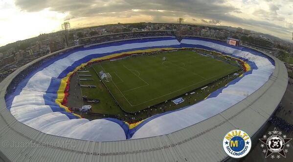 La bandera más grande del mundo Millonarios F.C