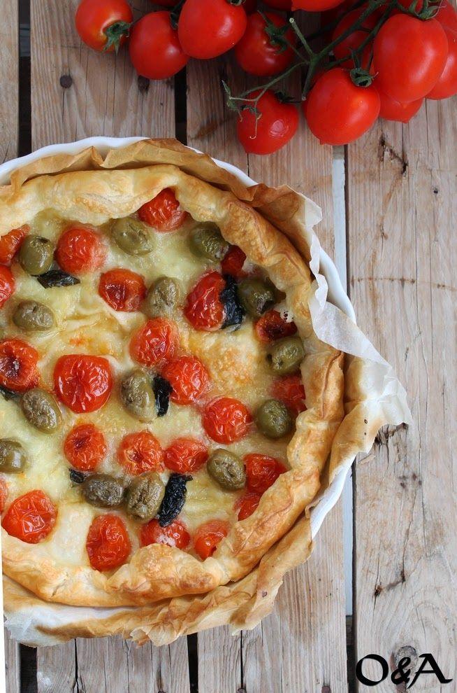 Ricetta torta salata con pomodorini, olive e mozzarella