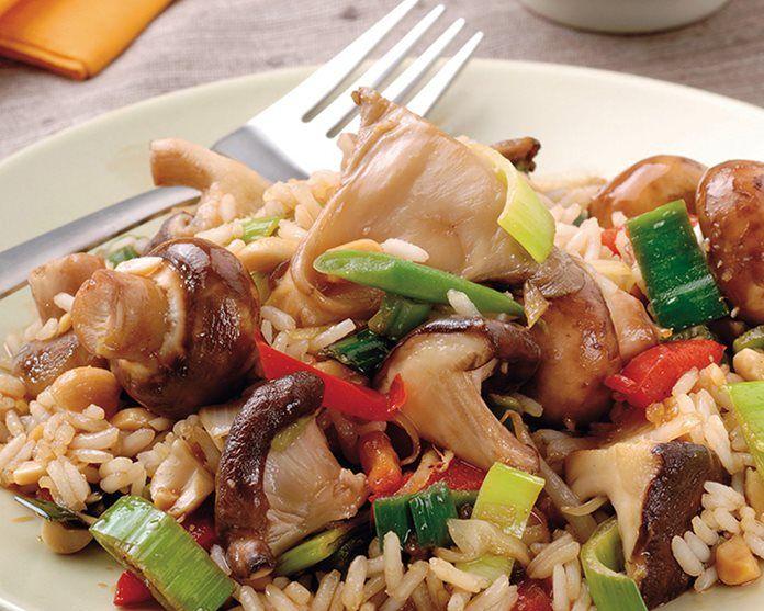 61 Zoete Sojarijst met paddenstoelen, knapperige groenten en pinda's