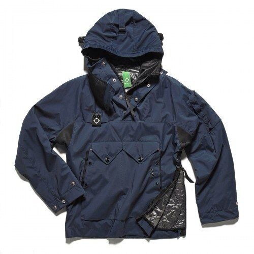 MASTRUM: The overhead Sniper Cagoule is a grand option for autumn, available in both White & Blue