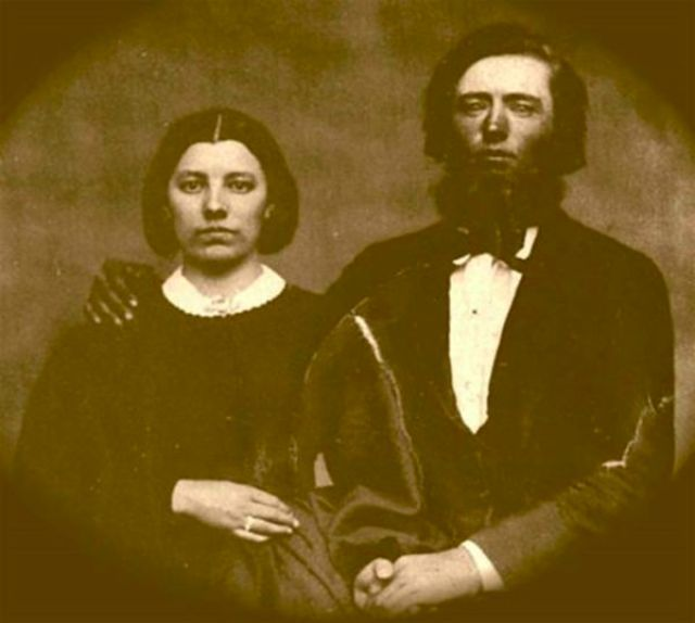 "The Real ""Ma"" and ""Pa"": 20 Rare and Amazing Vintage Photographs That Show What The People From 'Little House On The Prairie' Really Looked Like  http://feedproxy.google.com/~r/vintageeveryday/~3/26tEbriDLkE/the-real-ma-and-pa-20-rare-and-amazing.html"