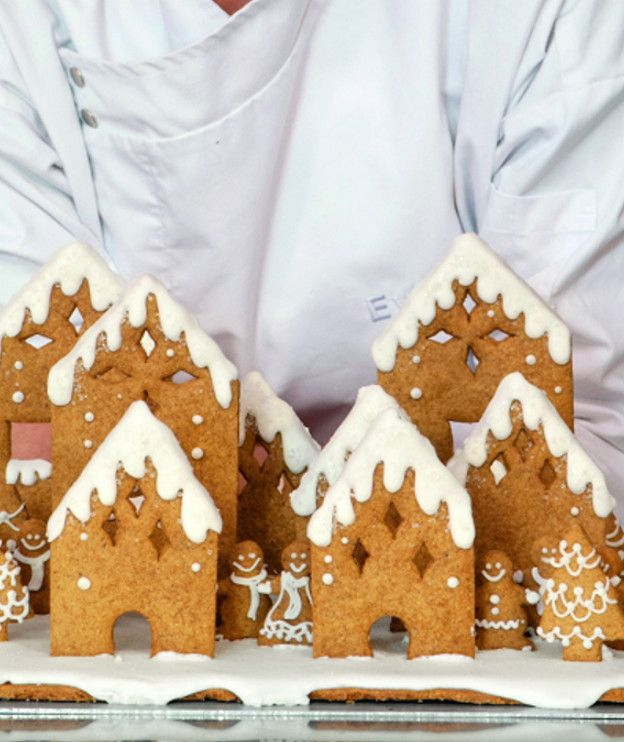 Οι κατασκευές αρέσουν στα παιδιά. Φτιάξτε τους αυτό το κέικ που μοιάζει με χριστουγεννιάτικο δέντρο και στολίστε το όλοι μαζί.