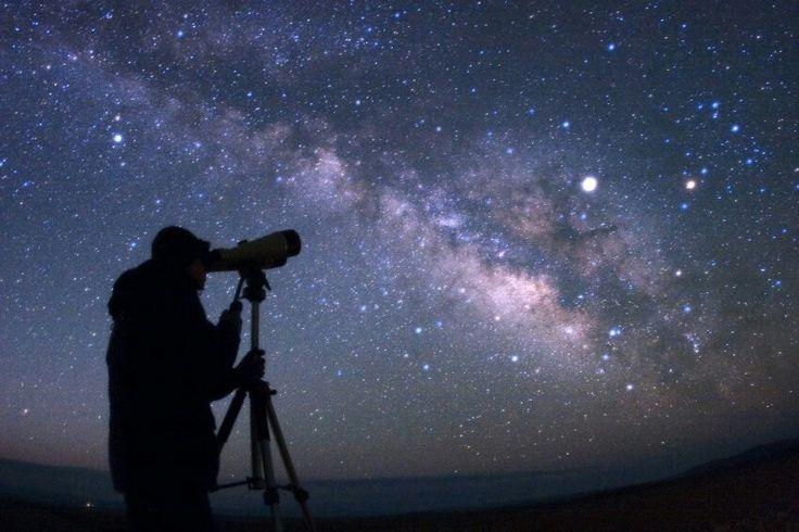 》Komet TGK zeigt sich am Nachthimmel: Er hat einen Durchmesser von nur 1,4 Kilometern: Am Samstag wird der Komet TGK so nah an der Erde vorbeifliegen, dass man ihn mit einem Fernglas sehen kann. Jetzt muss nur noch das Wetter mitspielen.《