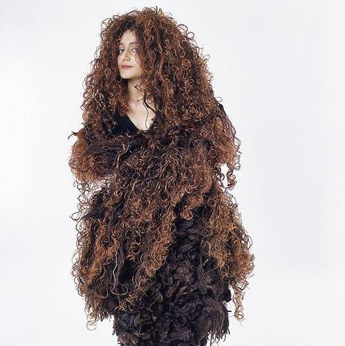 decke,mantel ,5 kg filz,welcher frisör wagt sich daran,sie will mit 40 jahren zum frisör gehen,was kostet dieser haarschnitt,unvorstellbar dieser mob,