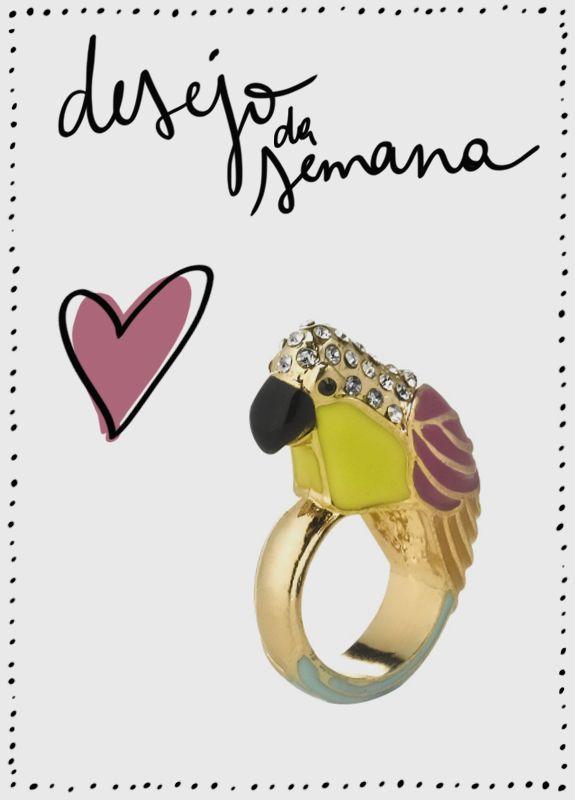 Achei um amor esse anel de papagaio da Accessorize! Bom para deixar qualquer look divertido, ainda mais nessa febre da tendência tropical! Aposte.