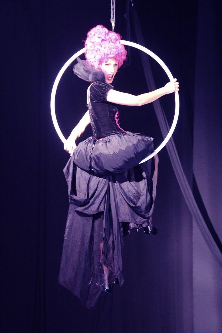 Aerial opera singer in Chloé Charody's circus opera 'The Carnival' | www.charodyproductions.com