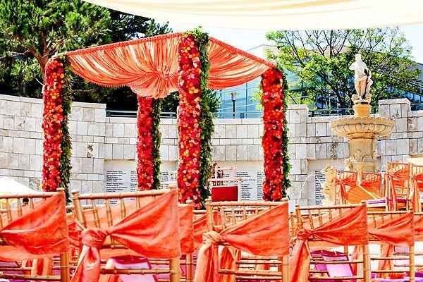 Gorgeous orange flower-filled mandap #mandapstyle #indianweddinginspiration #indianweddingmandaps