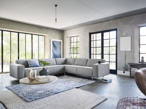 Lekker luieren in je eigen omgeving. De combinatie van speelse lijnen, veel lichtinval en lichte tinten zorgen voor rust en ruimte #interior #hoekbank #relaxen #thuisopdebank