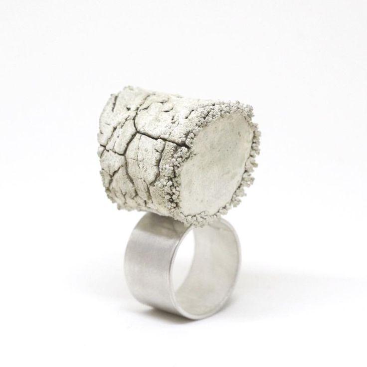 """Akará I, silver and wood. """"Akará"""" significa estéril. Eso es una madera que luego del proceso de electro plateado, ya no puede dar ni siquiera fuego. Ring by Iacov Azubel"""