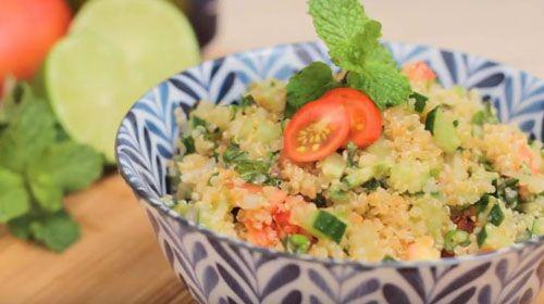Rendimento4 porções Ingredientes1 xícara (de chá) de quinoa em grãos;1 tomate grande cortado em cubinhos, pode tirar a semente;1 xícar ...