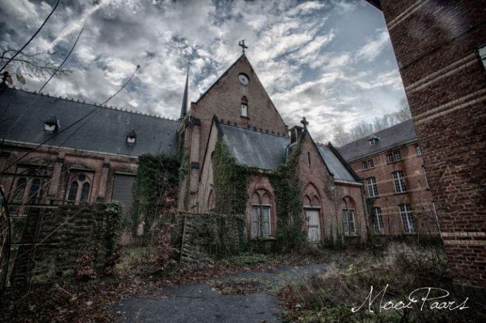 #интересное  Заброшенная психиатрическая больница в Бельгии (15 фото)   Заброшенные места всегда привлекают исследователей. А места, имеющие непростое прошлое, с потенциальными «призраками» — вдвойне.Вот в одно такое место, находящееся в Бельгии, мы сегодня и о�