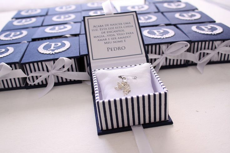 Lembrancinha Maternidade Sofisticada para chegada do Pedro : Caixa azul marinho e branco com bordado na tampa e medalha de anjo dentro.   Flickr - Photo Sharing!