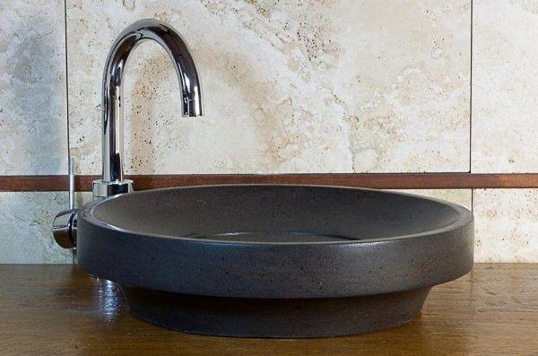 Ufo Black: lavandino in basalto rotondo da bagno  #pietredirapolano #travertino #lavabi #lavandini #pietranaturale