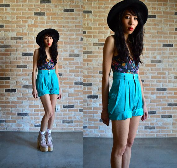 Type Of Clothes To Wear In Bermuda: 80s High Waist Bermuda Shorts Esprit Turquose By