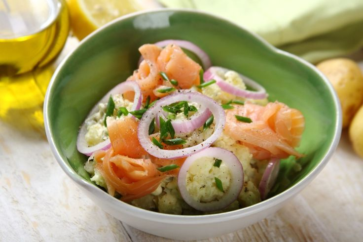 Sprawdzony przepis na Pyszna sałatka z ziemniakami, łososiem i majonezem…