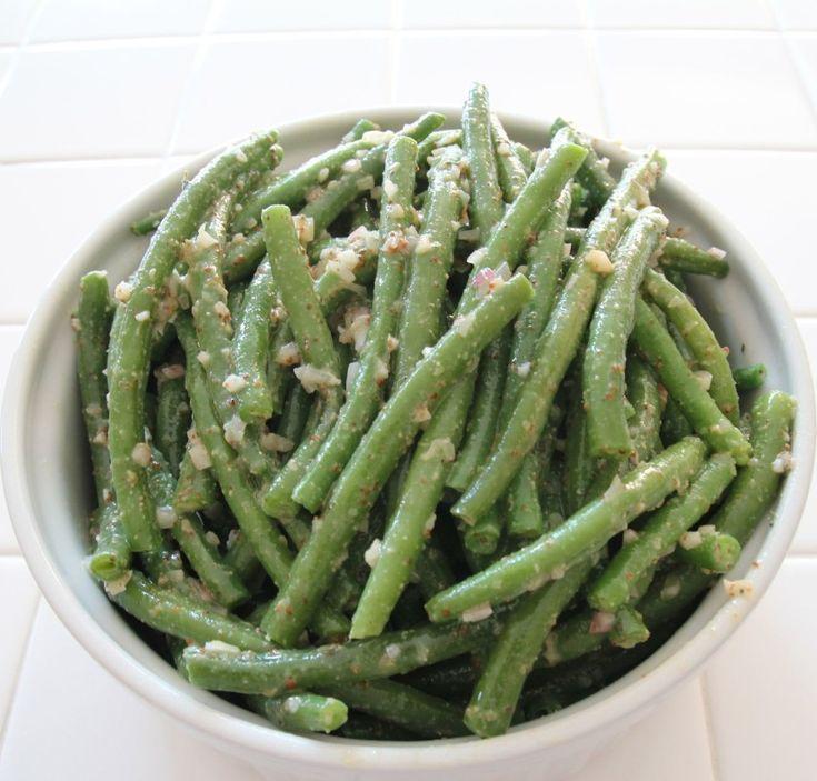 Green Beans with Mustard Vinaigrette - OrnaBakes. Healthy, make-ahead alternative to Green Bean Casserole. 2 WW PP per serving.  #Thanksgiving #WeightWatchers #PowerFood #Thanksgivukkah  http://www.ornabakes.com/2013/11/healthy-make-ahead-green-beans/