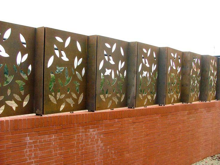 Cierre en acero corten con dibujo de hojas cortadas a - Acero corten ...