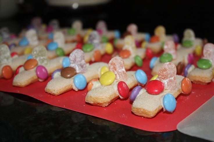 Car themed party - easy to make race car drivers, made with finger biscuits and jelly babies