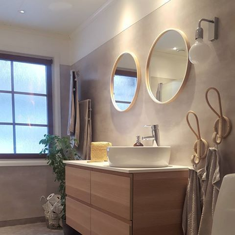 Vill bara säga att våtrumsmatta visst kan vara fint ☝  #badrum #våtrum #våtrumsmatta #tarkett #tarkettflooring #renoveramedmera