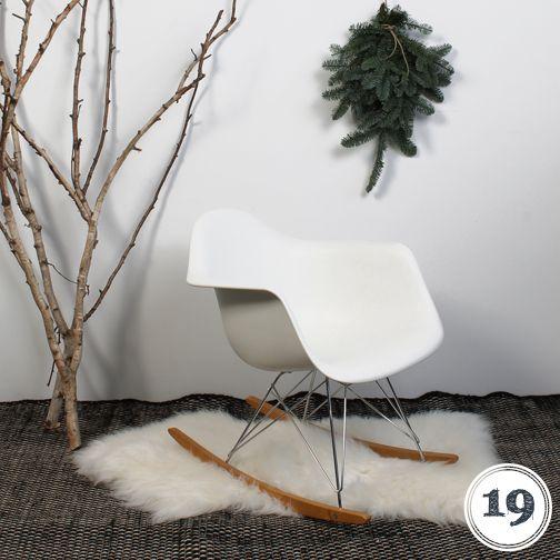 DAG 19: GIVE AWAY. We geven vandaag de absolute klassieker onder de DESIGN stoelen weg: de VITRA Eames RAR schommelstoel in wit twv €506,95! http://on.fb.me/13GOaBq