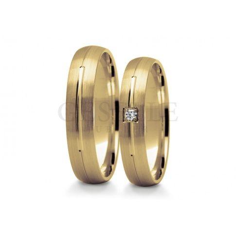 Eleganckie obrączki ślubne pokryte delikatnym matem z lśniącym oczkiem - cyrkonią Swarovskiego lub brylantem - Obrączki ślubne - GESELLE Jubiler