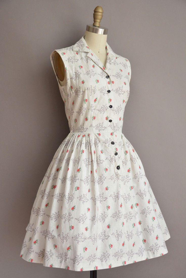 Darling vintage jaren 1950 katoen overhemd jurk met een mooie rode roos print, V hals met een knop aan de voorkant voor sluiting, vleiende