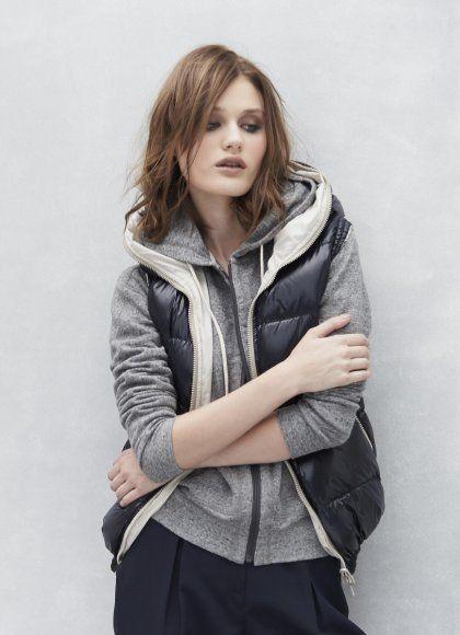 今年は暖冬!!真冬でもダウンベストのコーディネートが楽しめちゃいます。 寒ければインナーとして活用してもいいし、アウターとしてコーディネートしてもいい!! ファッショニスタやブロガーの着こなしをご紹介しますので、参考にしてくださいね。