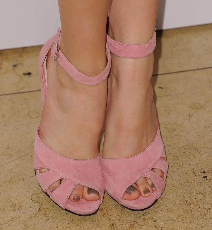 Go On, Try This Unexpected Pedicure Color—It's Winter, What's the Big Risk?