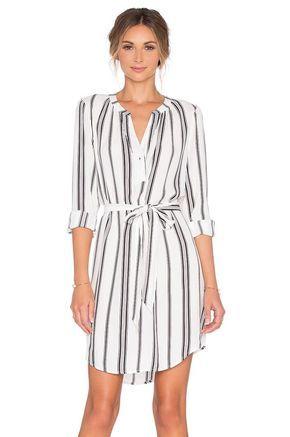 Gömlek Elbise Modelleri Beyaz Uzun Kollu Çizgi Desenli Kumaş Kemerli