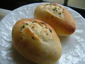 じゃが芋たっぷり ポテトパン [Potato Bread] // 150g potato, 250g bread flour, 6g (1.9 teaspoons) yeast, 6g sugar, 4g salt, 12g butter, 8g milk, 130 cc potato water, Topping: olive oil, parsley