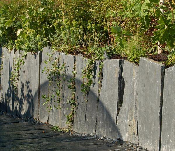 Creer Un Mur Avec Des Dalles D Ardoise Amenagement Jardin Terrasse Jardin Creation Jardin