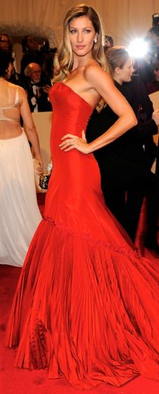 Gisele in Alexander McQueen #siempreelegante