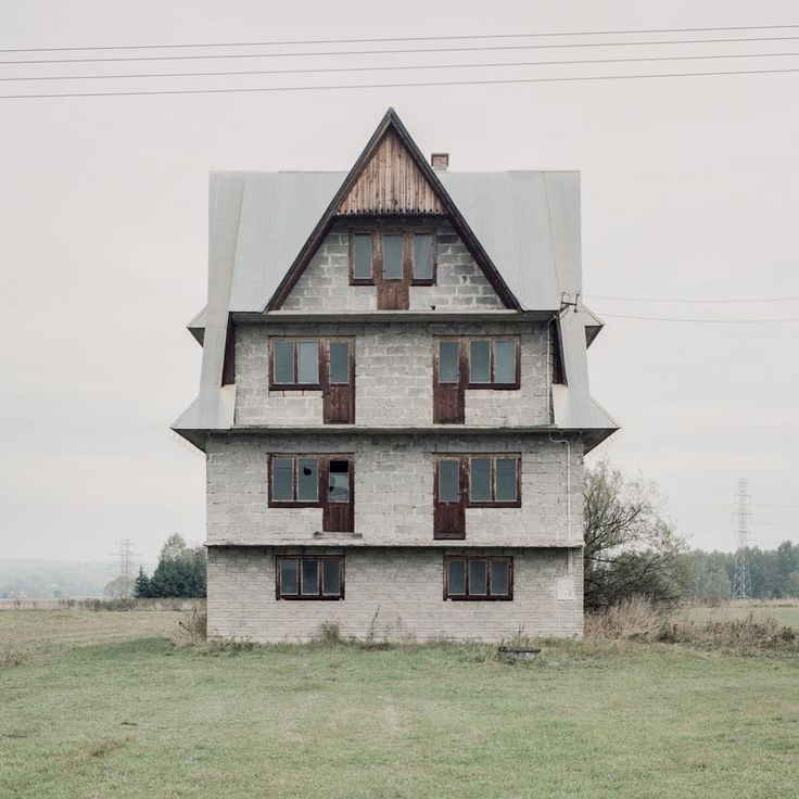 Photos of the Homes Polish Immigrants Left Behind