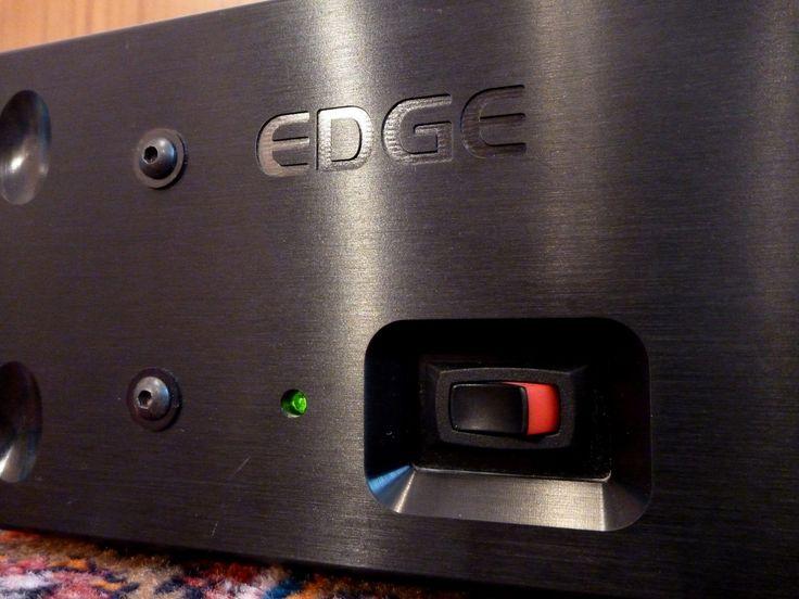 Der Edge Vollverstärker ist sehr gepflegt und befindet sich in einem hervorragenden Zustand, technisch wie auch optisch. Klanglich spielt dieser Verstärker, wirkungsgradstarke Lautsprecher vorausgesetzt, so ziemlich alles an die Wand was Rang und Namen hat!! Dies soll nicht bedeuten, dass dieser keine Power hat, entfalten tut er jedoch sein gesamtes Potential erst bei besagtem Wirkungsgrad.  Edge - cjm-audio High End Audiomarkt für Gebrauchtgeräte