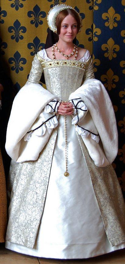 White Tudor Gown  #sca #garb #tudor