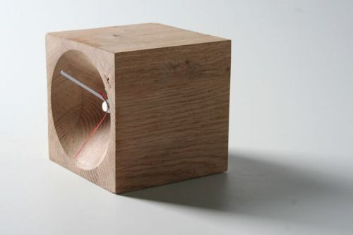 WOOD CLOCK Another great clock design.