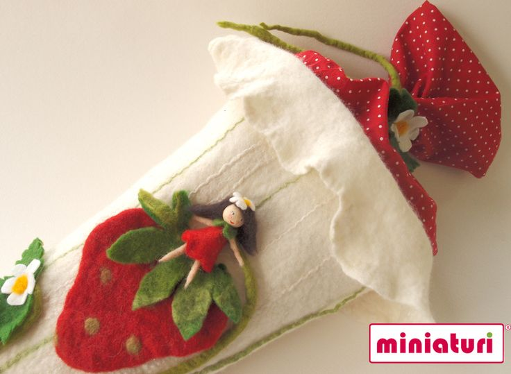 Schultüte mit Erdbeeren von miniaturi - Schönes und Nützliches, Märchenhaftes und Verspieltes für Groß und Klein auf DaWanda.com