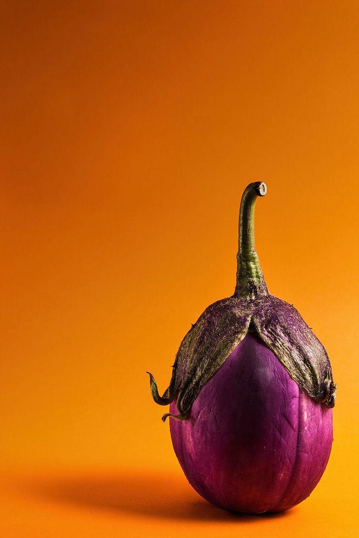 •Still life• la fashion melanzana; la natura morta vista dagli occhi di Garage advertising #still life #garageadv #garageadvertising #melanzana #arancione #viola