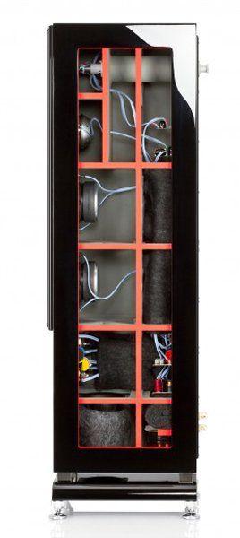 Das Chassis wurde so erarbeitet, dass ein Lautsprecher die unterschiedlichen Bedingungen der Räume meistern kann und ein hervorragender Klang erzeugt wird.