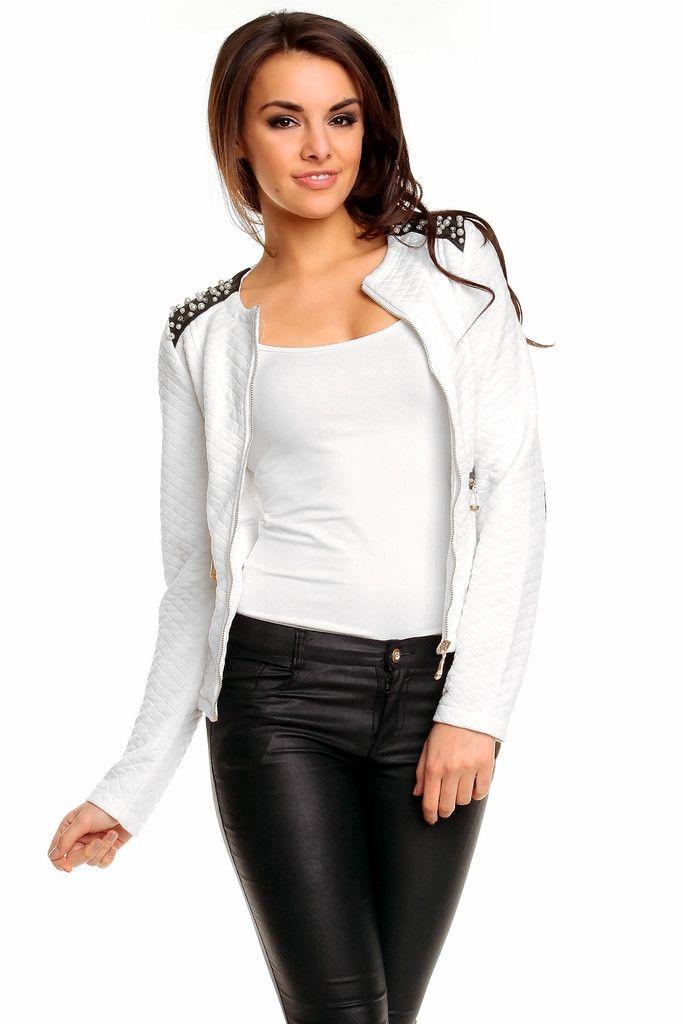 En hvit  vatert  jakke for dame