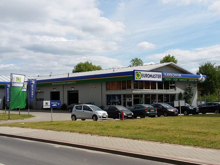Euromaster Karbownik oferuje szeroki zakres usług dotyczących obsługi ogumienia, zapewniając klientom opony do samochodów osobowych oraz pojazdów ciężarowych, rolniczych i przemysłowych. Do dyspozycji klientów jest sezonowa przechowalnia opon. Serwis także świadczy usługi kompleksowej mechaniki samochodów osobowych (w tym naprawa silników oraz przegląd klimatyzacji) oraz mechaniką pojazdów ciężarowych.