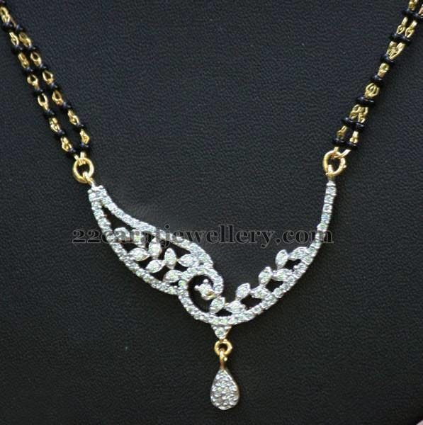 Jewellery Designs: Short Nallapusalu Diamond Locket