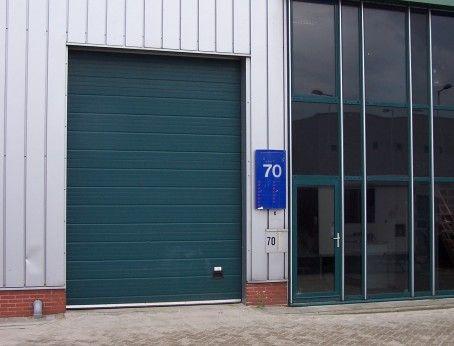 Te huur: Multifunctionele bedrijfsruimte met kantoorruimte in Rotterdam, betreft 128m2 met een vraagprijs van € 900,00 per maand. Pand is tevens geschikt voor autogerelateerde doeleinden.   http://www.huurbieding.nl/huur/bedrijfsruimte/1-01161/rotterdam/hongkongstraat-70.html  #bedrijfsruimte #kantoorruimte #tehuur #rotterdam #rijnmond #auto #autogarage #autohandel #vastgoed #mkb #dienstverlening #hogkongstraat #huurbieding #opslag #bedrijfspand #magazijn #werkplaats