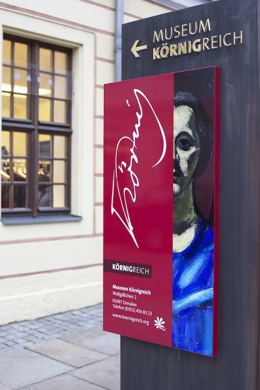Wegweiser Museum Körnigreich, auf der Königstraße Dresden. http://www.dresden.de/veranstaltungen-tourismus/snm_vkal_frontend/events/detail/22236