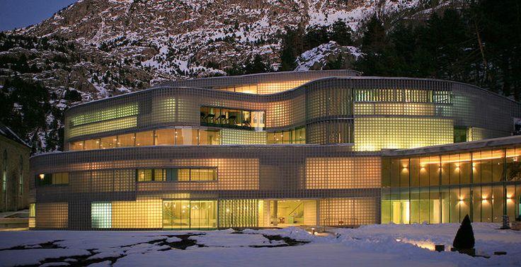 Hotel Resort Balneario de Panticosa, Huesca.  #VoyagePriveES #hoteles #viajar #vangaurdia  http://www.voyage-prive.es/
