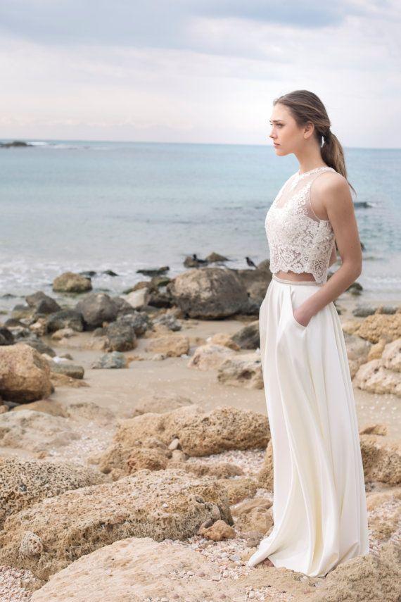 Elegant and  2 Piece wedding dress Halter Lace von MotilFineDesign
