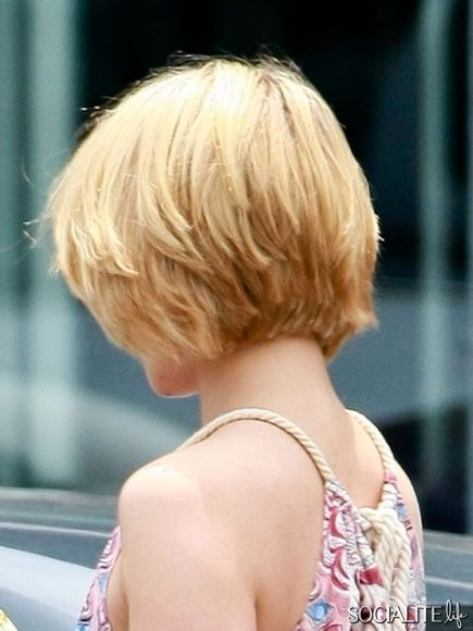 Dianna Agron Feathered Crop. http://gleekoutbr.com/galeria/thumbnails.php?album=574  http://socialitelife.com/photos/dianna-agron-debuts-new-haircut/dianna-agron-shows-off-her-shorter-hair-style-3   http://gleekoutbr.com/galeria/thumbnails.php?album=574